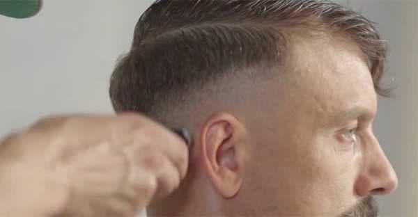Кроп путают с прической Цезарь, но здесь волосы оставляют длиннее и более «рваными» сверху