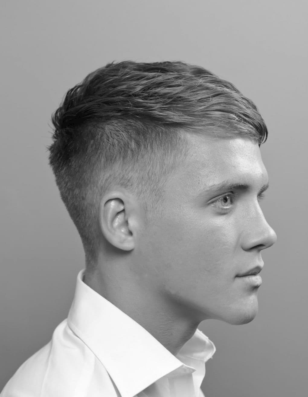 Весь массив волос также можно зачесывать влево или вправо
