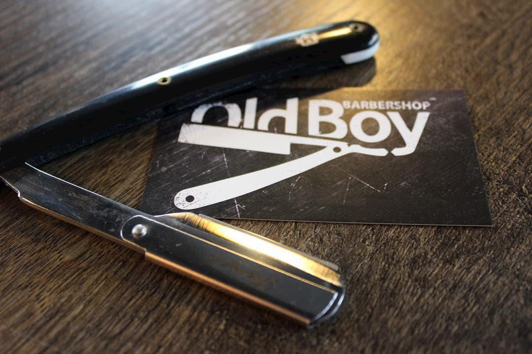Опасное бритье: логотип OldBoy с бритвой