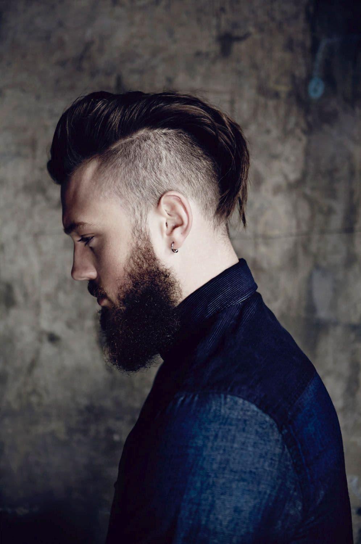Всегда отлично сочетается с бородой любой длины