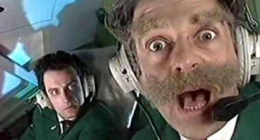 Вид усатого пилота вряд ли вызовет у вас паническую атаку. Если, конечно, нет детской психологической травмы после «Каламбура» (олды поймут)