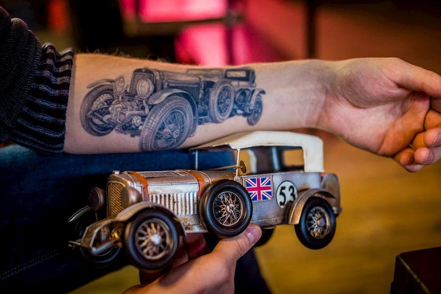 Реализм - один из самых востребованных стилей в тату-салонах OldBoy Barbershop. Довольные клиенты - лучшее доказательство профессионализма наших мастеров.