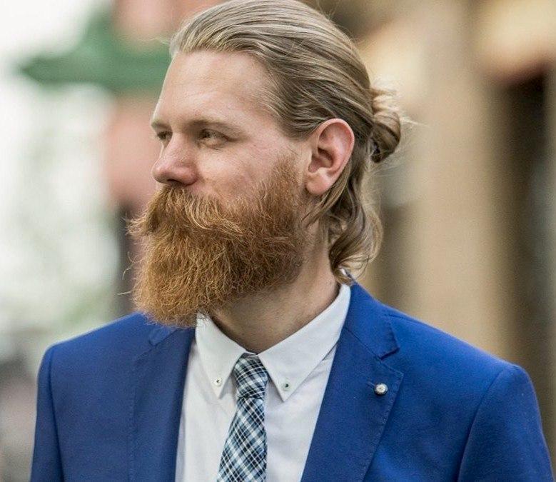 Пучок долгое время был частью образа Эрика Бандхольца, основателя косметической компании Beardbrаnd