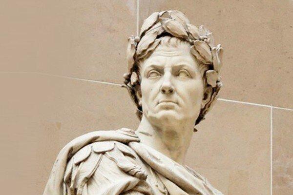Есть причины сомневаться в достоверности второй легенды. Да и прическа Гая Юлия Цезаря на античных статуях отличается от современной стрижки