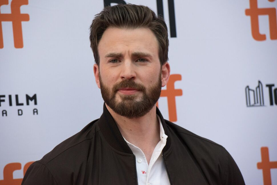 Исполнитель роли Капитана Америки в интервью признавался, что не любит бриться. Идеально гладкое лицо было одним из условий контракта с Marvel