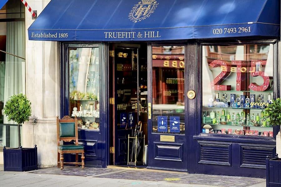 С 5 ноября в Великобритании вновь ввели карантин. «Оставайтесь здоровыми и берегите себя», - говорится на странице «Truefitt & Hill» в Facebook