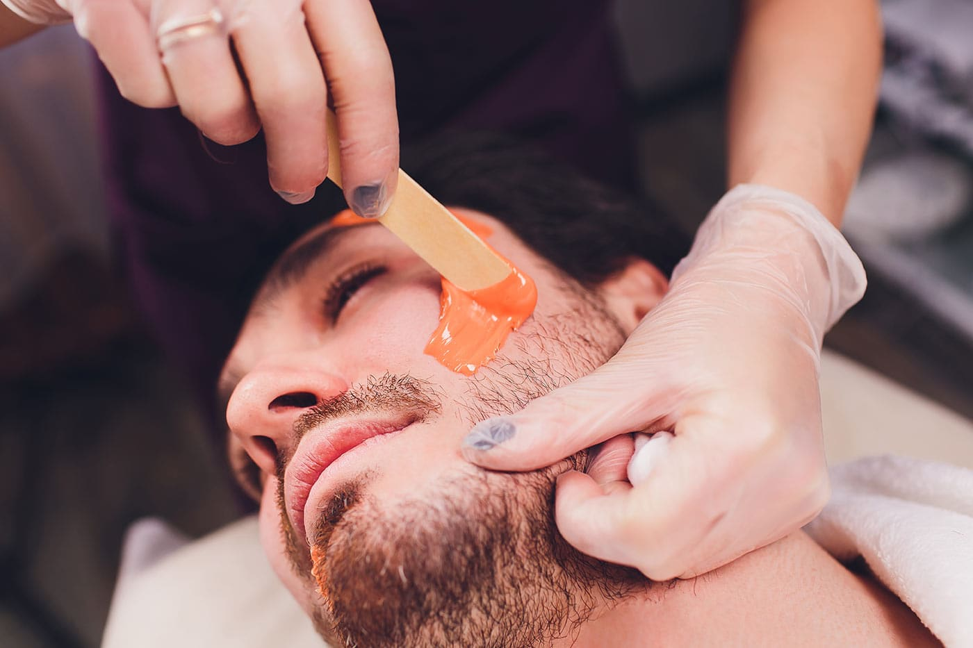 Не переоценивайте свой болевой порог, иначе процедура покажется вам экзекуцией (фото с kittykatwaxstudio.com)
