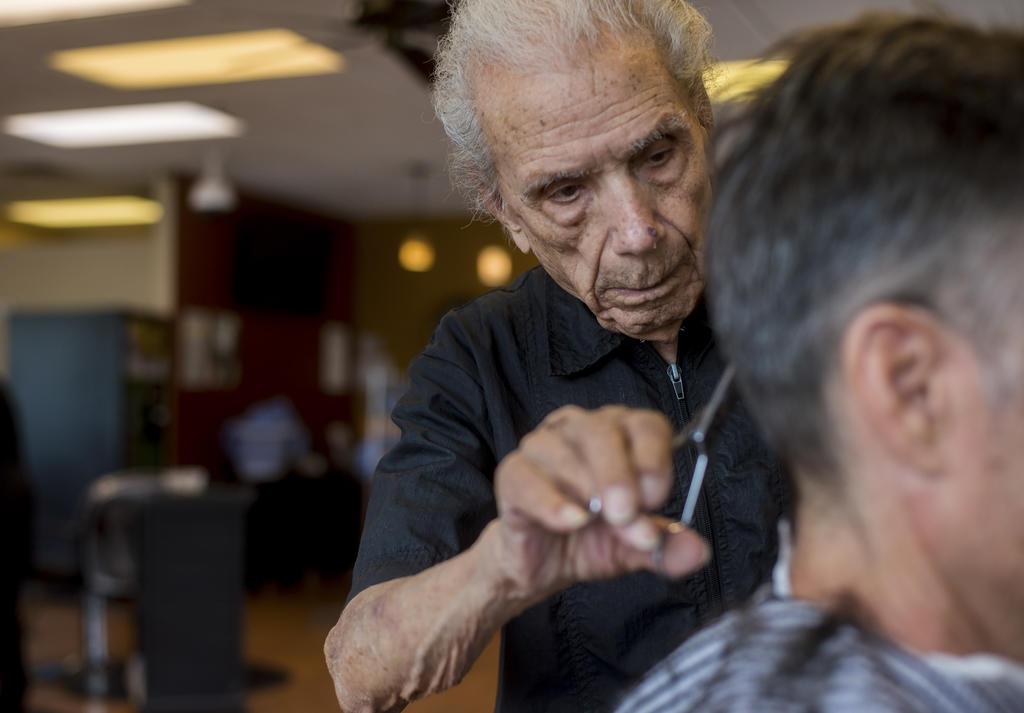 Энтони Манчинелли перестал работать только за несколько недель до смерти. Он ушел из жизни в сентябре 2019 года. Ему было 108 лет (фото — todayonline.com)