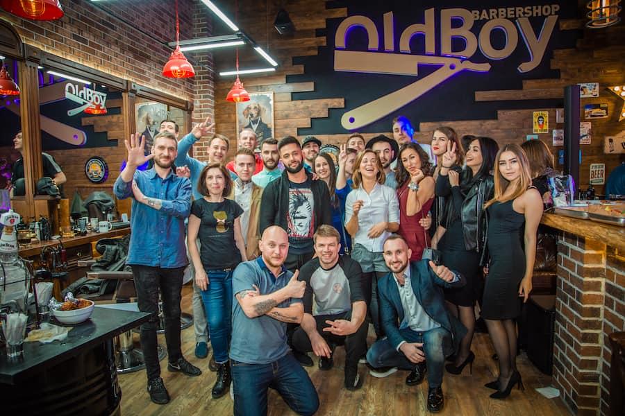 Запуск филиала OldBoy Barbershop стоит от 1,3 миллионов рублей. В эту сумму уже включена аренда за 2 месяца и другие «бытовые расходы»