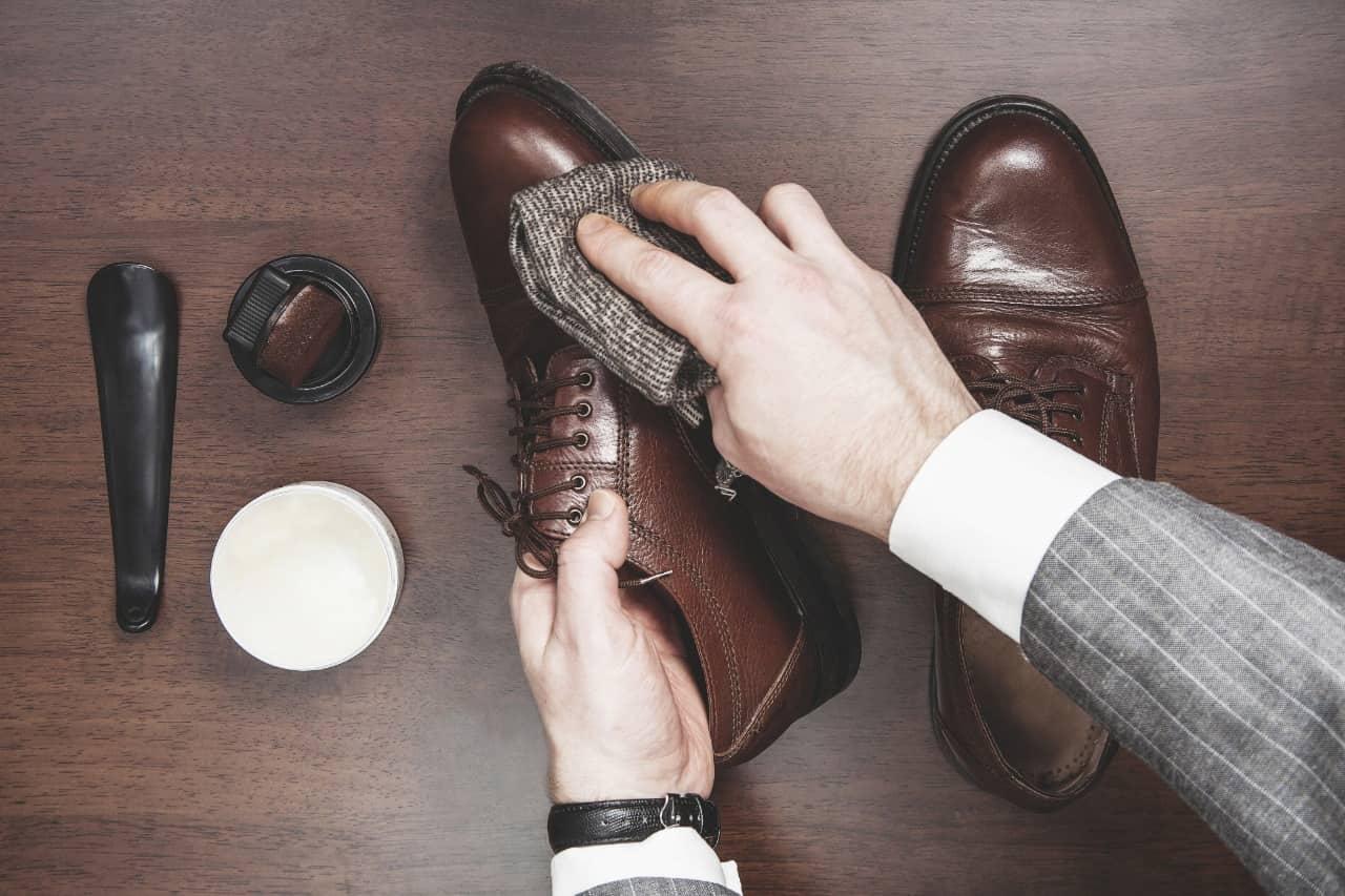Собираясь на важную встречу, не забудьте привести туфли в порядок