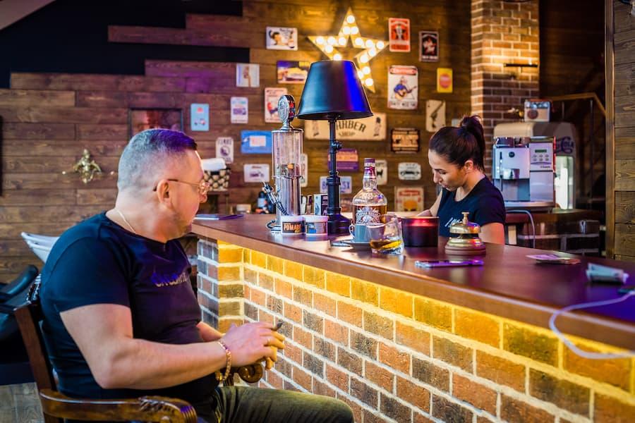 Салоны сети OldBoy Barbershop — это больше, чем мужской клуб по интересам