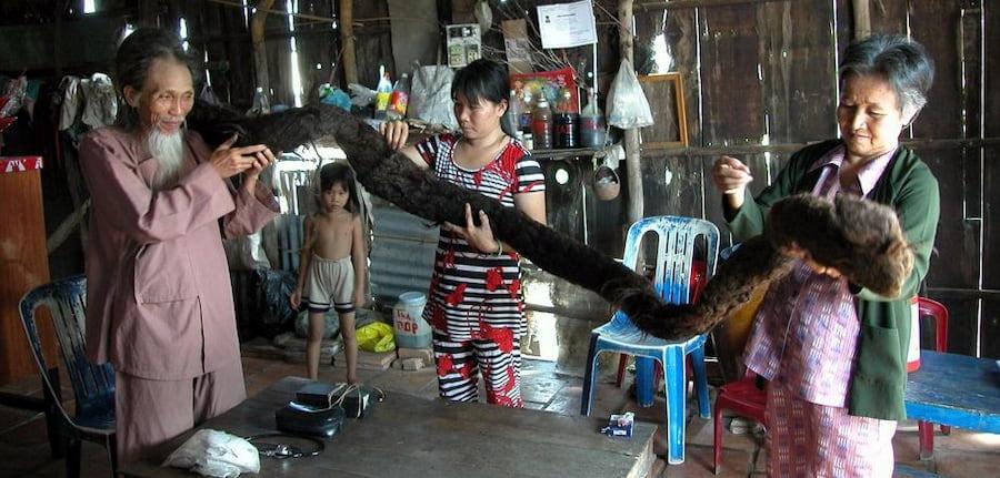 В результате волосы превратились в один гигантский дред весом в 10 кило. Тран Ван Хей умер в 2010 году