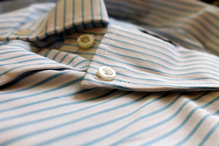 Немнущиеся рубашки делают как из синтетических, так и из натуральных тканей