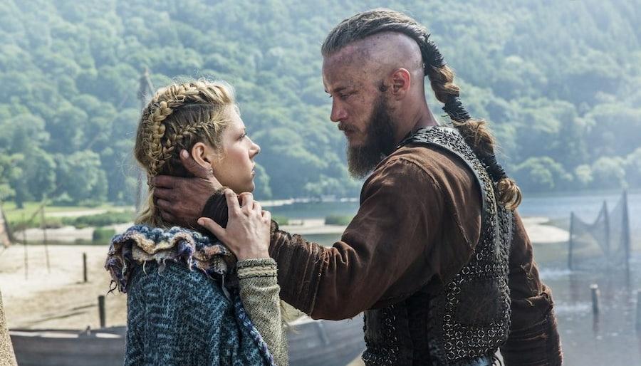 Исполнитель роли Рагнара, актер Трэвис Фиммел, в интервью признавался, что ему пришлось нарастить волосы