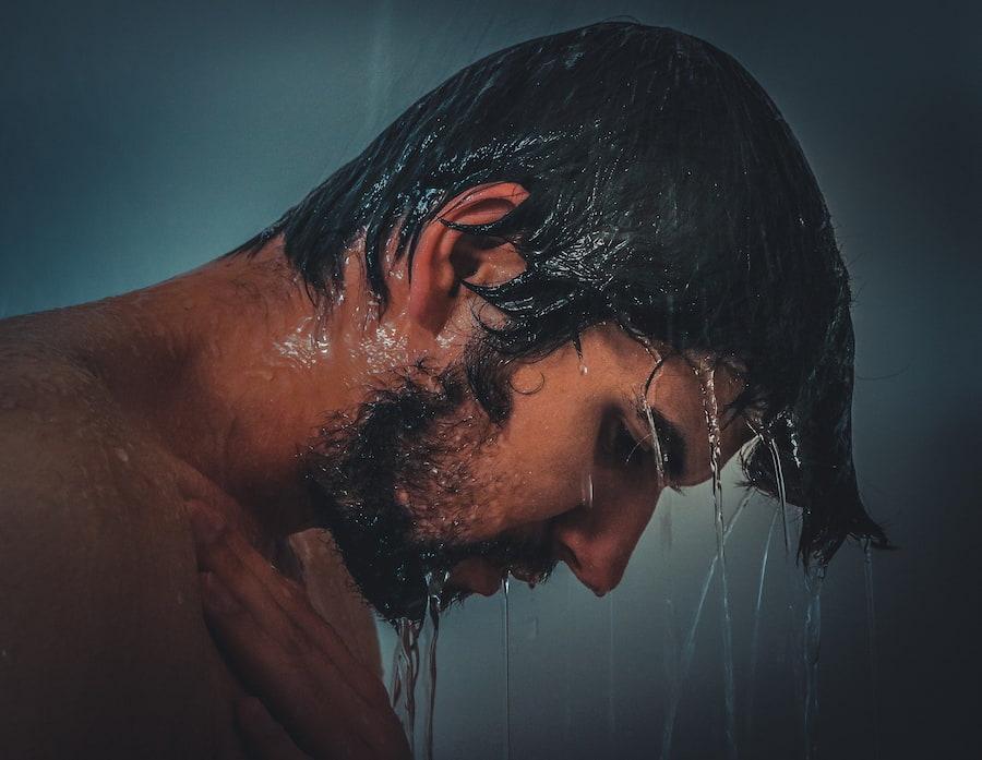 Специалисты до сих пор спорят насчет того, можно ли мыть голову каждый день. Но летом волосы быстрее пачкаются, и вряд ли пот и жир благоприятно скажутся на состоянии кожи