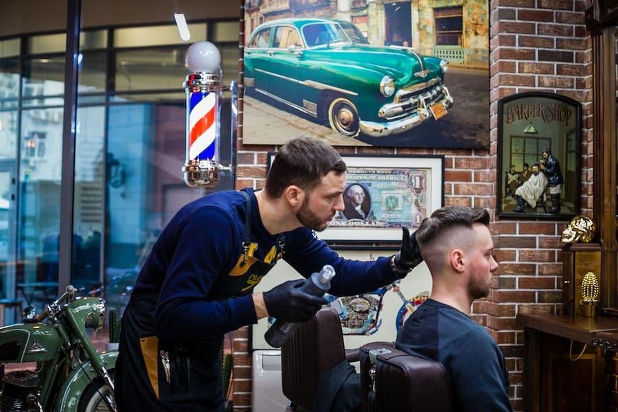 Доверив волосы нашим барберам, вы можете быть уверены в результате. Они подберут стрижку с учетом ваших пожеланий и индивидуальных особенностей