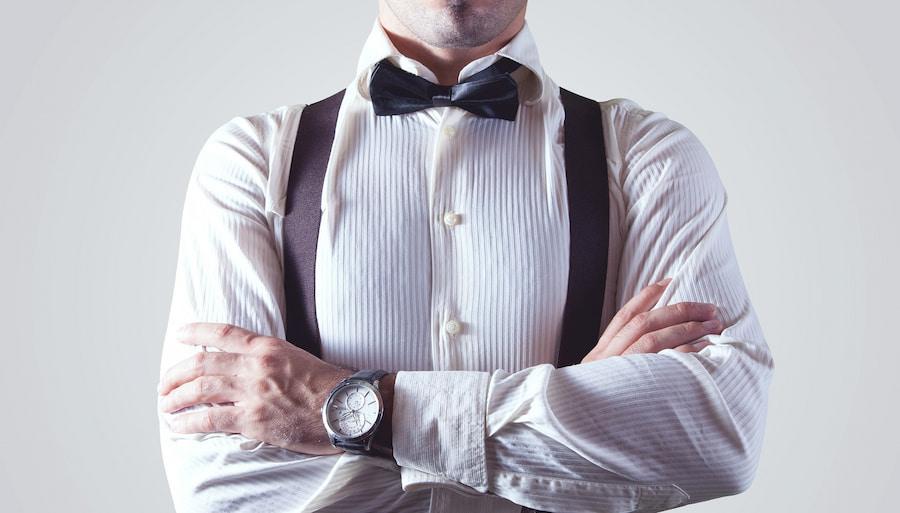 Рубашку стоит мерить сразу на майку. Да, кто-то считает майку или футболку под рубашкой пережитком прошлого, но по правилам делового этикета она обязательно должна быть. Впрочем, это личное дело каждого