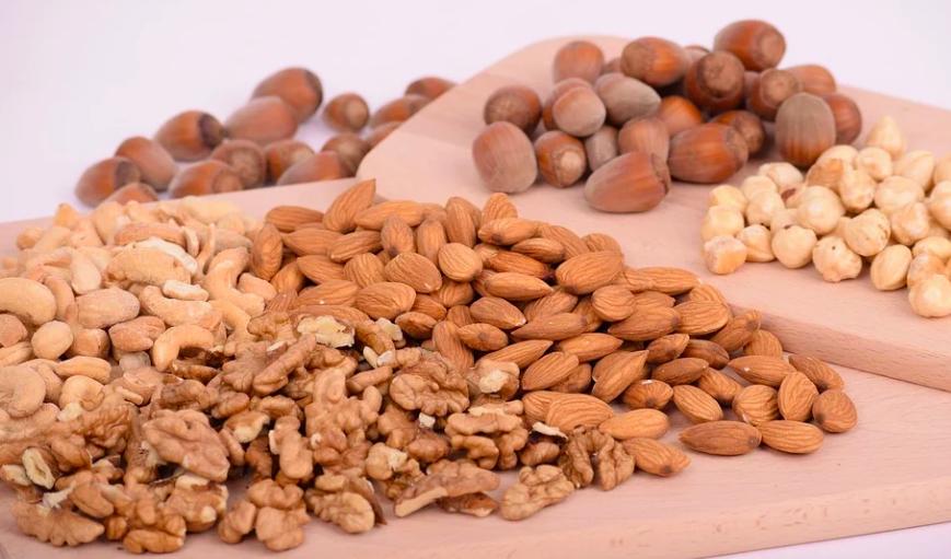 Чтобы получить суточную норму белка из орехов, придется съесть минимум 200 граммов