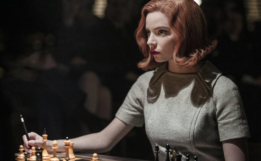 Но героиня Ани Тейлор-Джой успешнее набоковского Лужина хотя бы потому, что она может бороться со своими внутренними демонами
